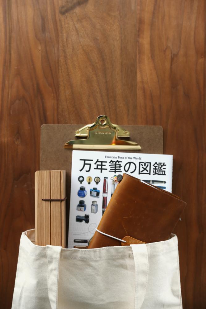 鉛筆盒在包包中示意
